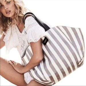 🎉5 for $25🎉 VIctoria's Secret Striped Tote